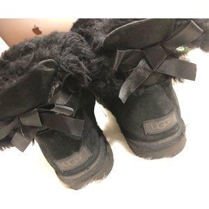 UGG Bailey Bow Short Size 8